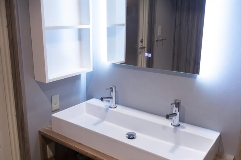 Room 403-d