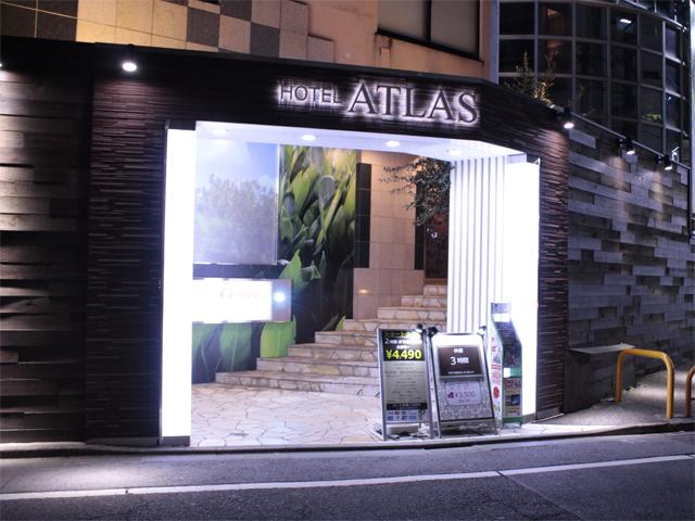 新宿歌舞伎町ホテルアトラスの夜外観